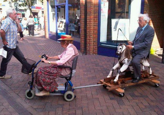 awebic-casal-idosos-se-divertindo-2