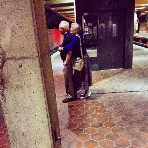 awebic-casal-idosos-se-divertindo-6