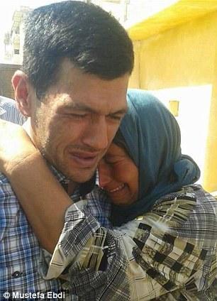 2BF6CDFF00000578-3222135-Grief_Abdullah_Kurdi_weeps_as_he_arrives_in_Kobane-m-26_1441360158384
