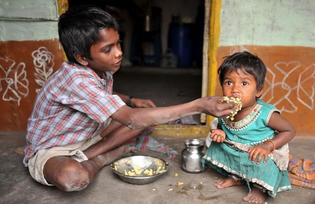 awebic-fome-na-india00001