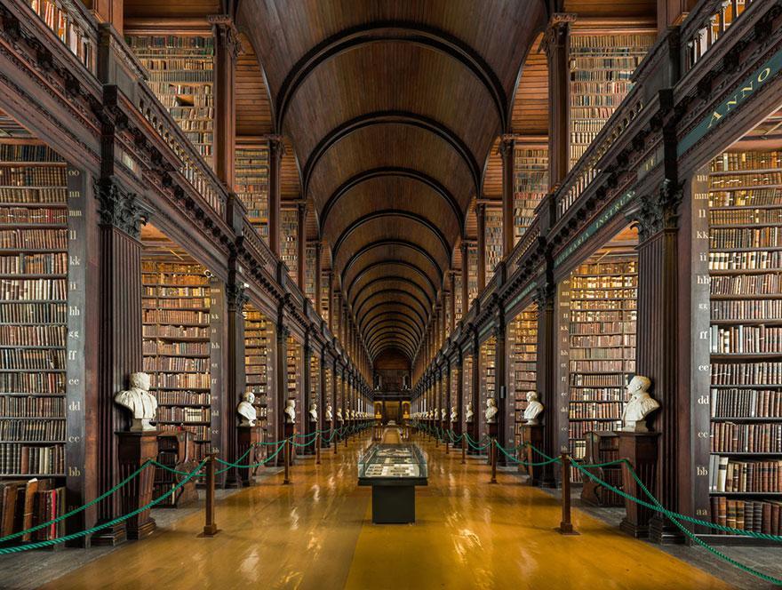 trinity-college-long-room-library-dublin-1