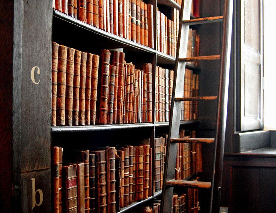 trinity-college-long-room-library-dublin-5