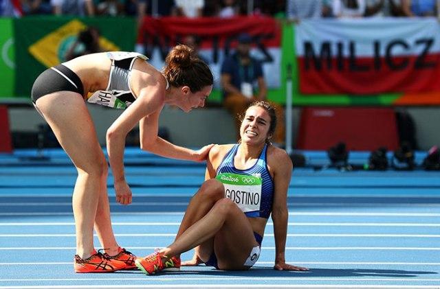 02_rio-olympics-runners-help-each-other-abbey-dagnostino-nikki-hamblin-1