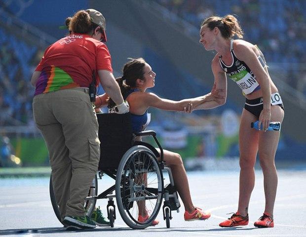07_rio-olympics-runners-help-each-other-abbey-dagnostino-nikki-hamblin-15