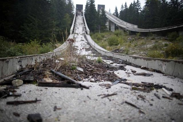 the-track-itself-is-covered-in-debris (640x427)