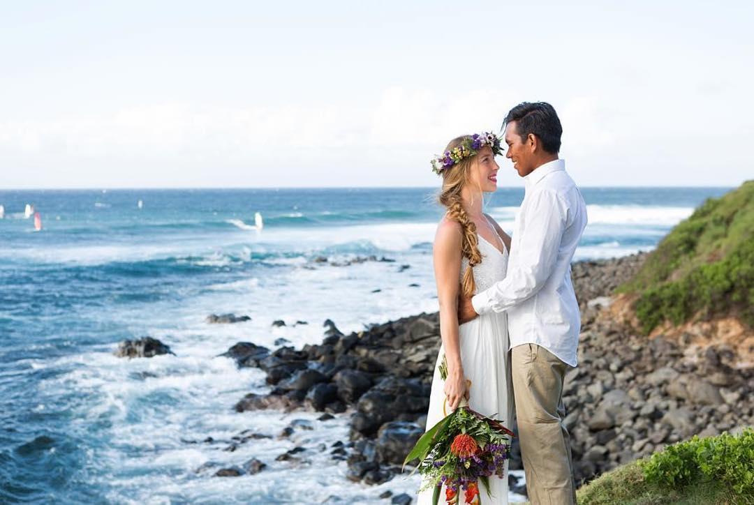 Trajes tradicionais de casamento no Havaí
