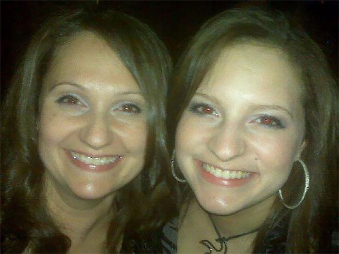 Mãe e filhas que aparentam ter a mesma idade 21