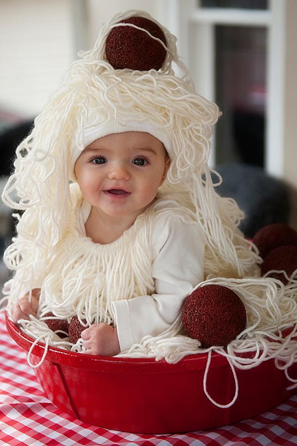 Bebês em fantasias de Halloween 12