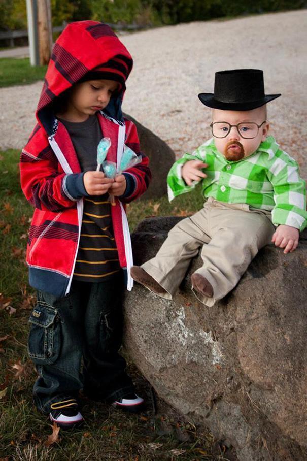 Bebês em fantasias de Halloween 13