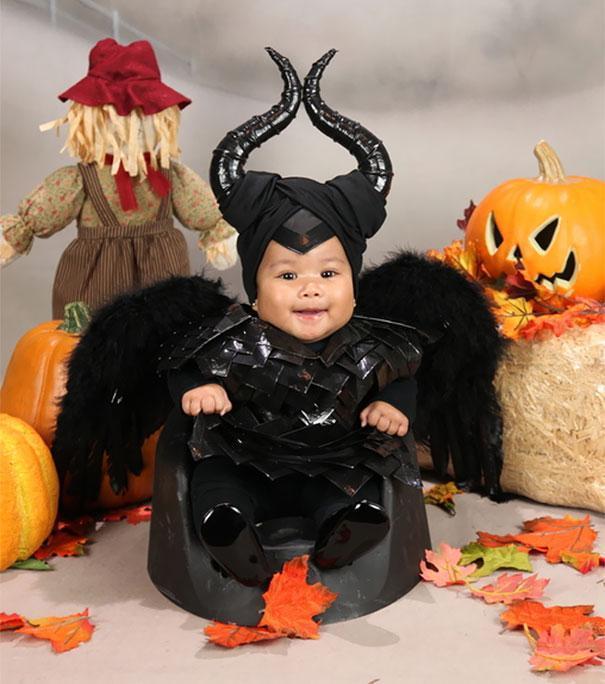 Bebês em fantasias de Halloween 16