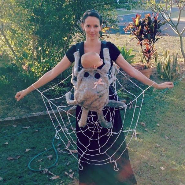 Bebês em fantasias de Halloween 7
