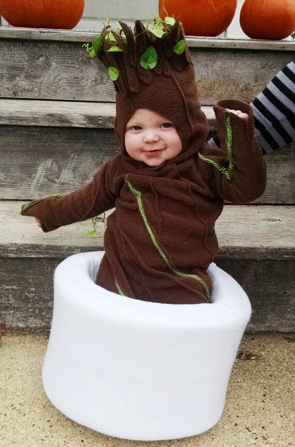 Bebês em fantasias de Halloween 8