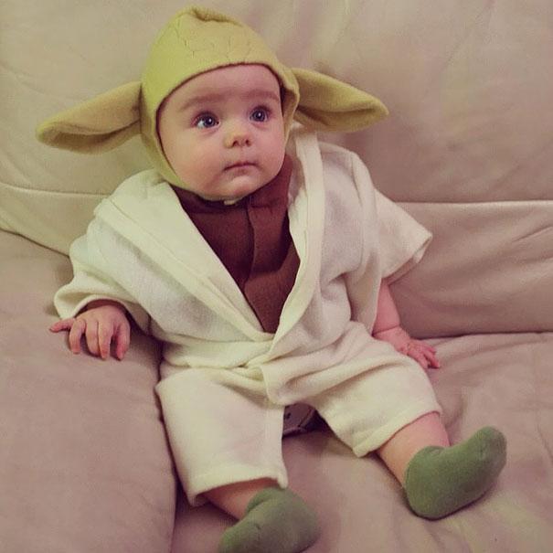 Bebês em fantasias de Halloween 9