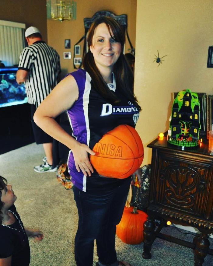 Mulheres grávidas em suas fantasias de Halloween 10
