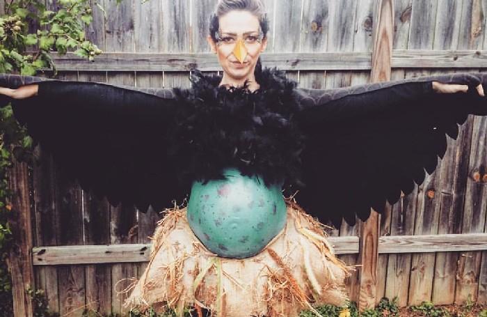 Mulheres grávidas em suas fantasias de Halloween 18