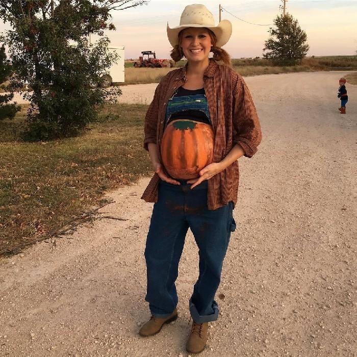 Mulheres grávidas em suas fantasias de Halloween 7