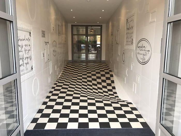 Ilusão de Ótica no piso da Casa Ceramica 2