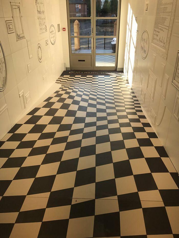 Ilusão de Ótica no piso da Casa Ceramica 4