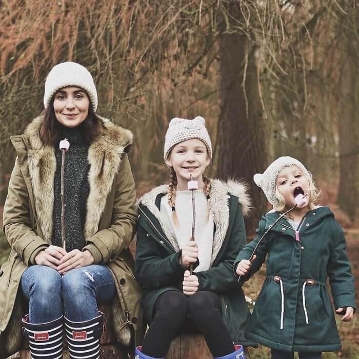 Mãe e filhas em fotos divertidas (20)