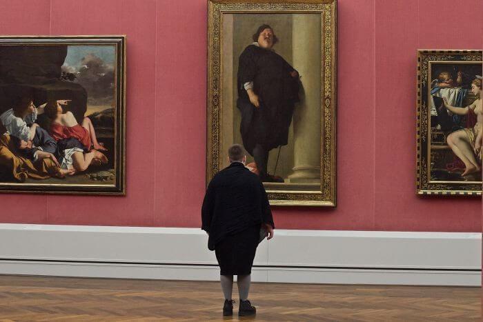 Pessoas combinam quadro museu (10)