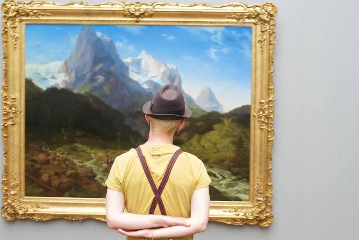 Pessoas combinam quadro museu (14)