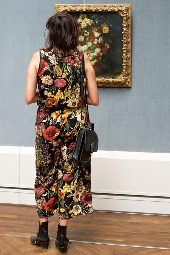 Pessoas combinam quadro museu (17)