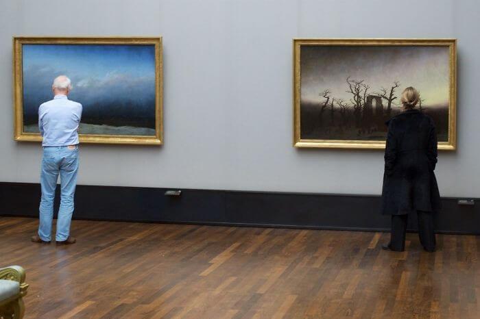 Pessoas combinam quadro museu (20)