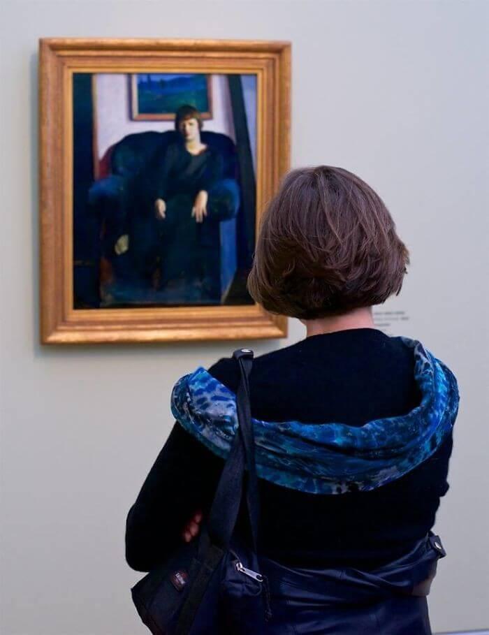 Pessoas combinam quadro museu (21)