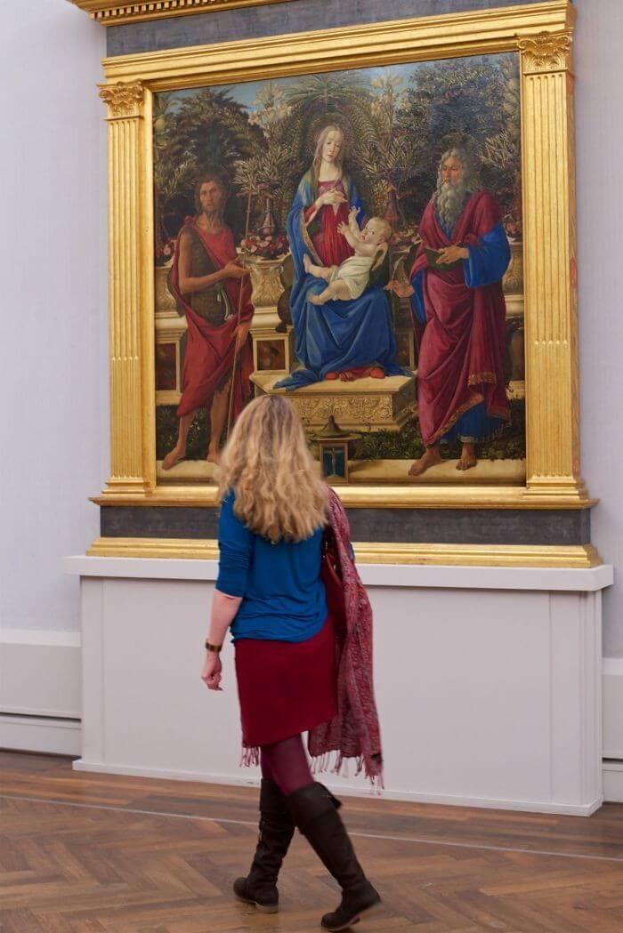 Pessoas combinam quadro museu (23)
