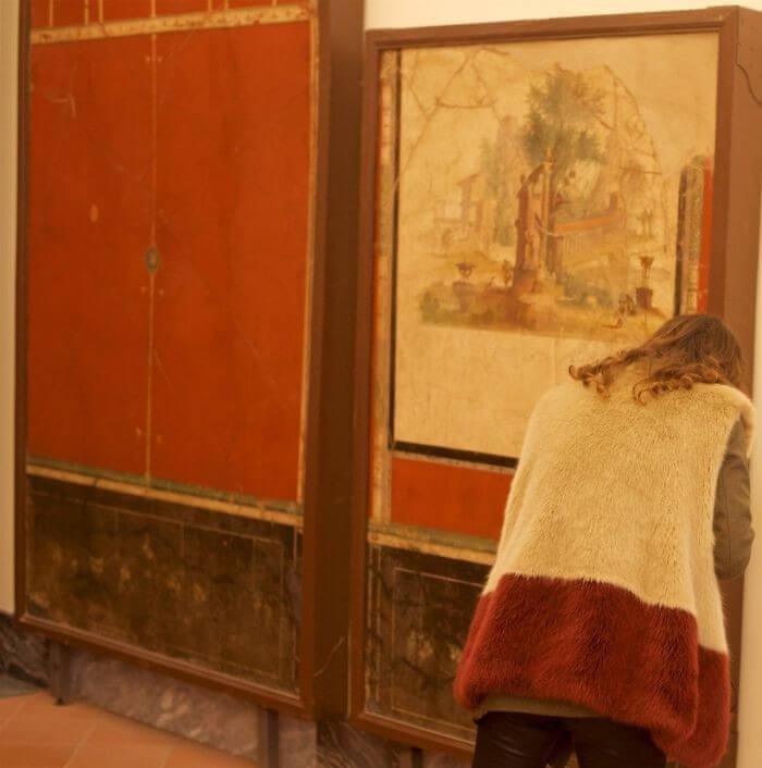 Pessoas combinam quadro museu (24)