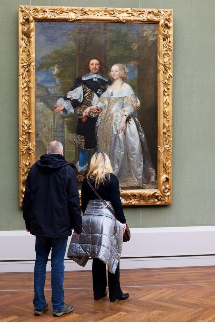 Pessoas combinam quadro museu (25)