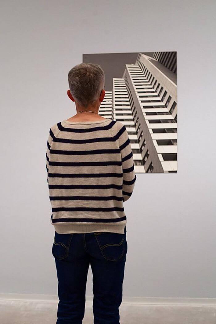 Pessoas combinam quadro museu (6)
