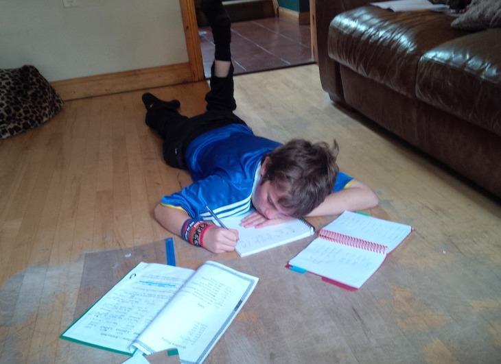 Garoto com autismo escreve poema para expressar seus sentimentos 1