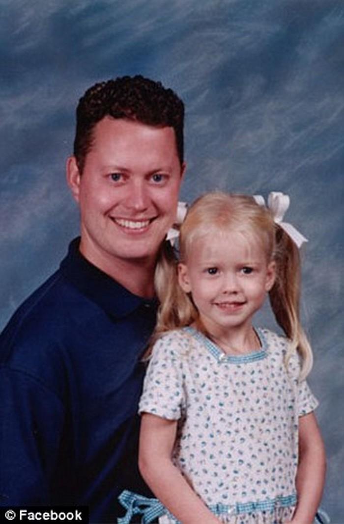 pai revê a filha 12 anos depois de sequestro (1)