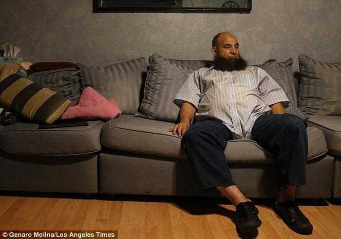 pai muçulmano adota apenas crianças com doenças terminais (2)