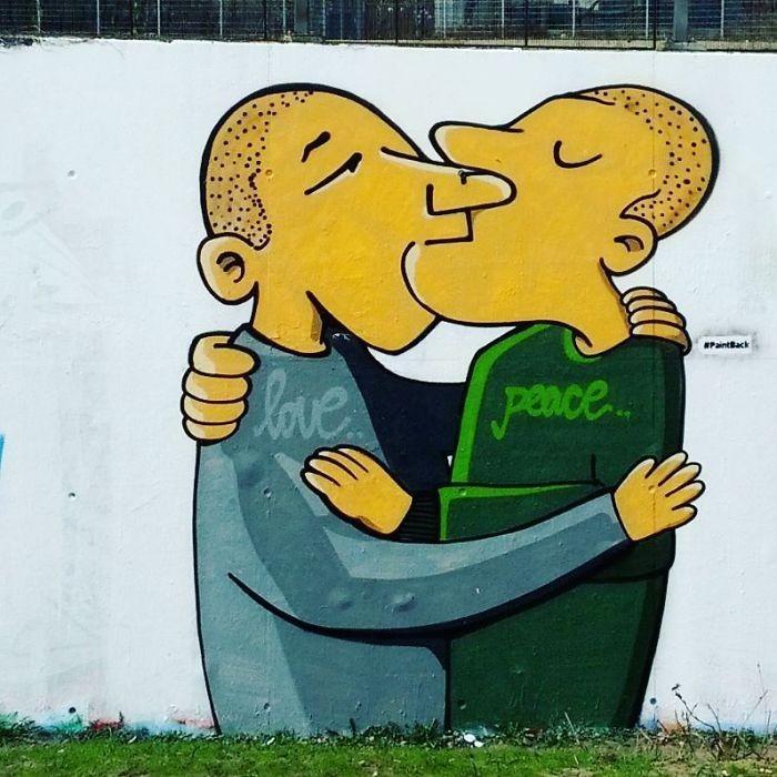 Artistas cobrem suásticas com grafite com o Projeto Paintback (12)