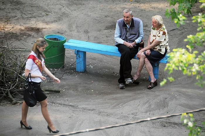 fotógrafo registra o mesmo banco de parque há dez anos (14)