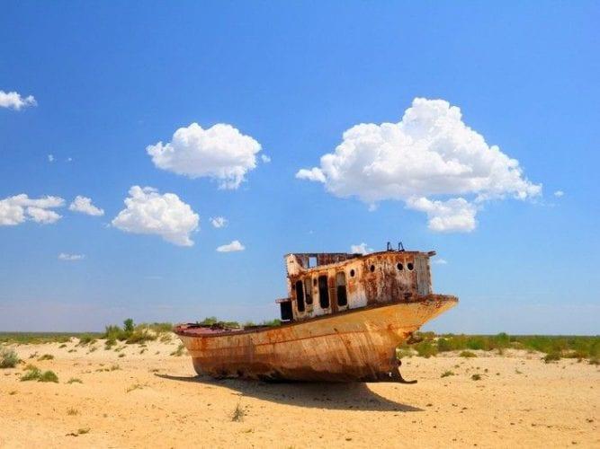 Fotos incríveis de cemitério de navios abandonados no Uzbequistão (9)