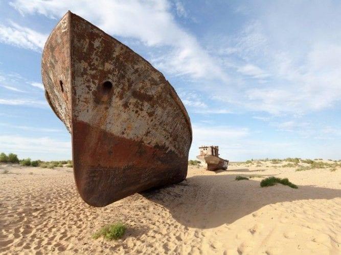 Fotos incríveis de cemitério de navios abandonados no Uzbequistão (8)
