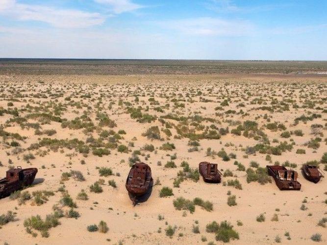 Fotos incríveis de cemitério de navios abandonados no Uzbequistão (7)