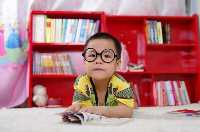 Por que você deve cercar-se de mais livros do que conseguirá ler