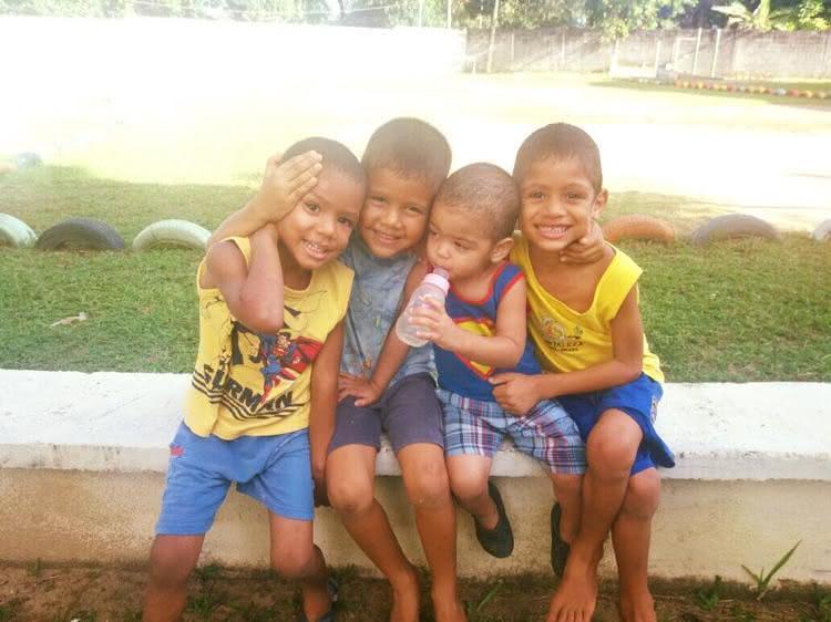 Casal americano adota 4 órfãos brasileiros (1)