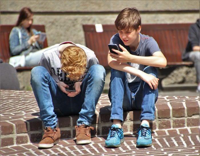 Por que não é inteligente que nossas crianças usem as mídias sociais