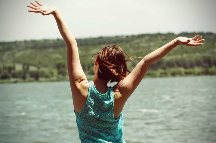 10 maneiras de se tornar mais feliz em 30 segundos ou menos