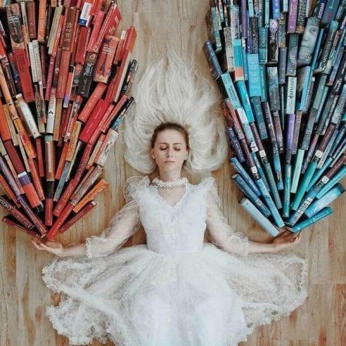 fotos criativas com livros  (19)