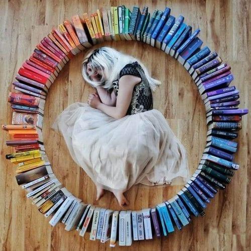 fotos criativas com livros  (30)
