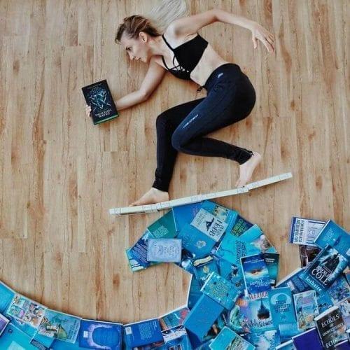 fotos criativas com livros  (5)