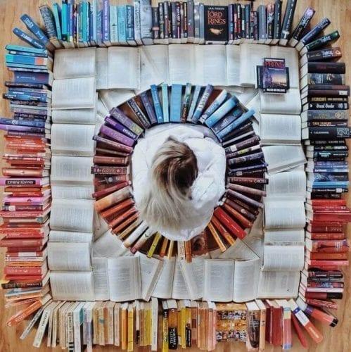 fotos criativas com livros  (28)
